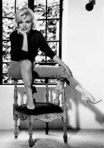 Marilyn Monroe wearing platform Vintage Inspired pumps.